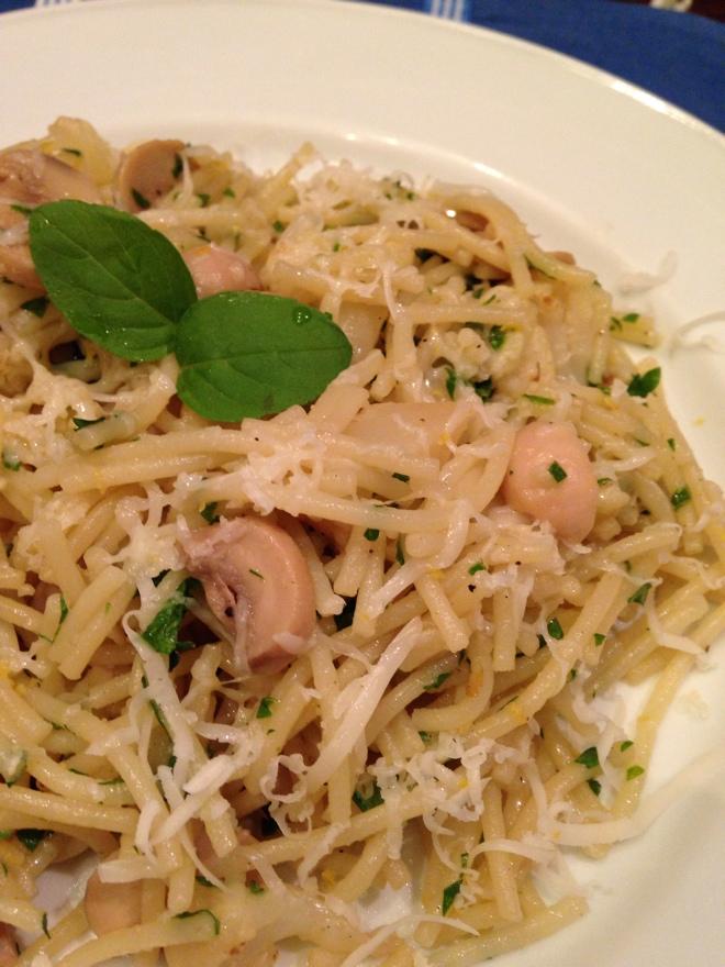 Spaghetti com couve-flor e cogumelos Paris