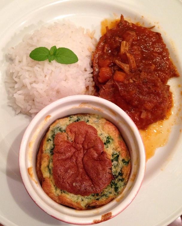 Lagarto recheado com cenoura e azeitonas + souflê de espinafre com queijo de cabra sem glúten