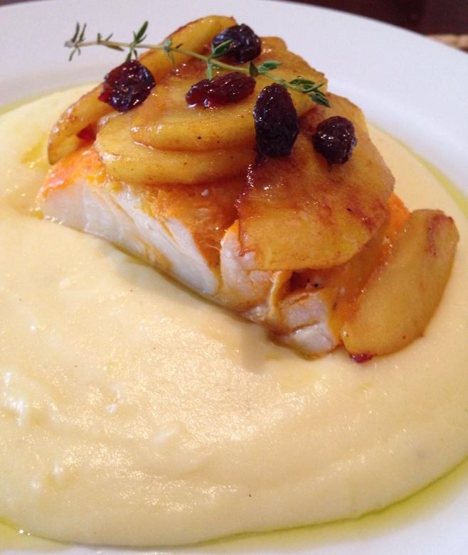 Haddock defumado com musseline de batata e maçãs caramelizadas