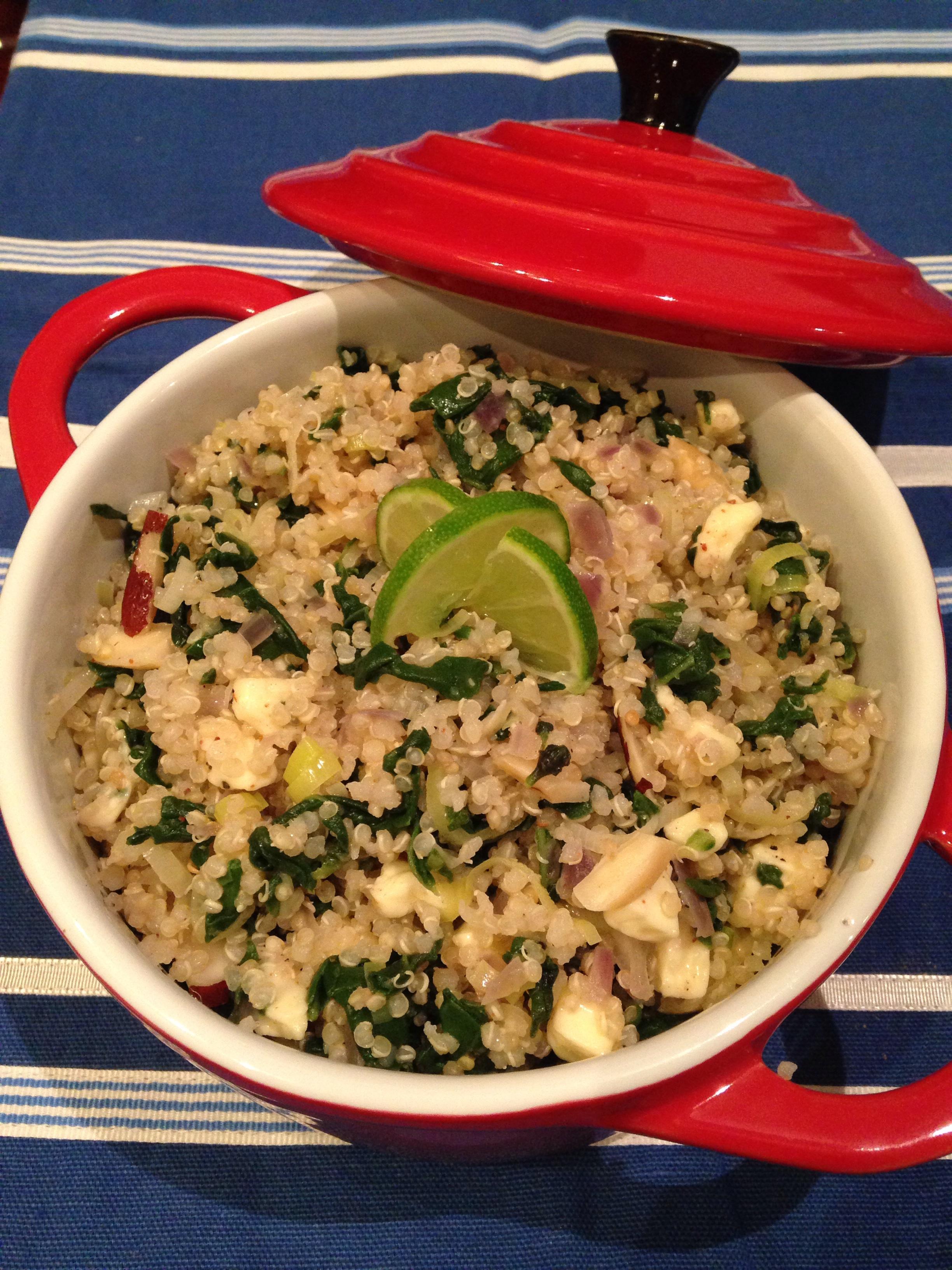 Quinoa com espinafre, alho poró, castanha do Brasil e queijo branco