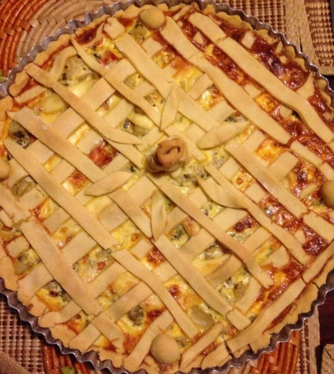 Torta de Alcachofra, alho-poró ervas e tomate sem glúten